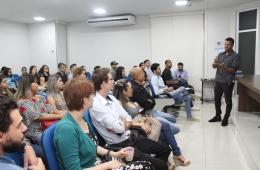 Jovens empresários participam de encontro sobre fotografia