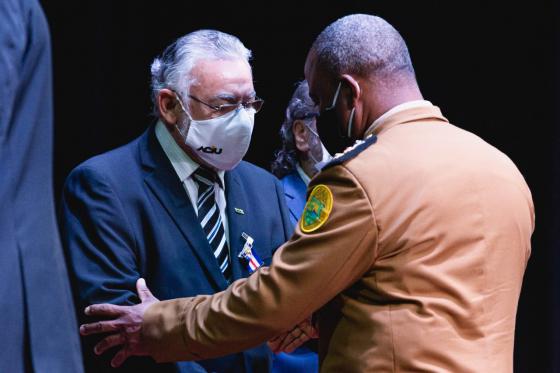 Orlando Santos e Dorival Rodrigues recebem medalhas de mérito da PMPR