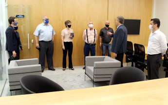 Diretores da Aciu visitam sede administrativa do Sicoob